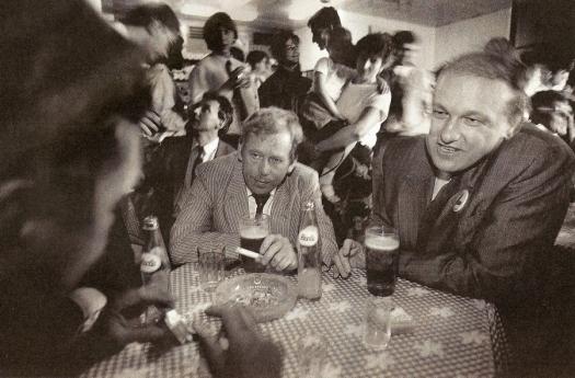prezydent Havel piwo papierosy hospoda